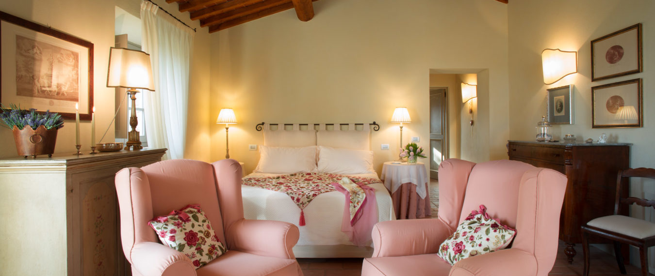 tuscan-suites-living